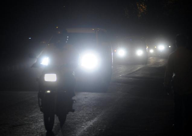 loa den pha Những hiện tượng lóa của phim cách nhiệt cho kính lái ô tô vào buổi tối
